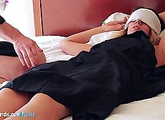 """UNPAID girl flew NY→Vegas for THIS?? SQUIRTING yoni massage! It`s real, unedited & wet! Jokes her New York boyfriend is """"boring"""" haha.. 100% first-time AMATEUR fingered rough!"""