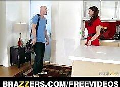 Syren De Mer calls in a plumber to fix her sink & fuck her ass