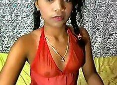 Une bresilienne sexy de 19 piges exhibe son cul en webcam
