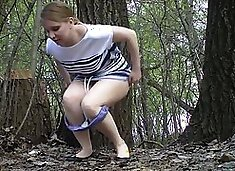 Russian girls pee in the wedding park 02