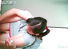 chinese girls go to toilet.42
