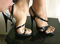 Goddess leyla feet in high heels